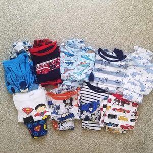 9 pairs of 4T long sleeve pajamas Gap/Old Navy